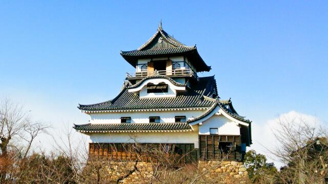 典型的な望楼型の犬山城天守