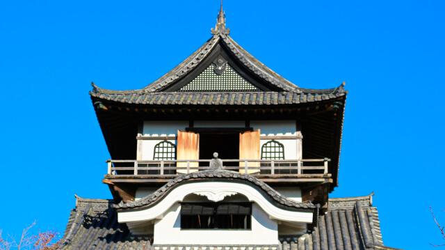 犬山城天守の望楼部分にある唐破風、華頭窓、真壁造
