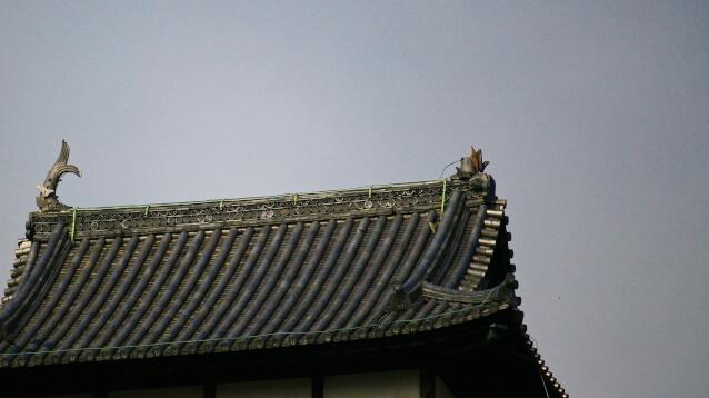 2017年(平成29年)7月12日、犬山城天守に落雷し、北側の鯱が全壊した画像