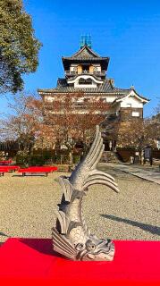 据え付けられる前の鯱。(写真提供:犬山市・山田市長)
