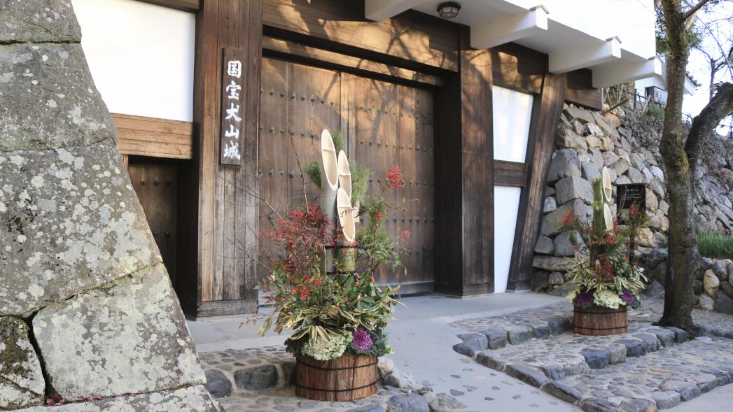 犬山城はお正月には門松が飾られます