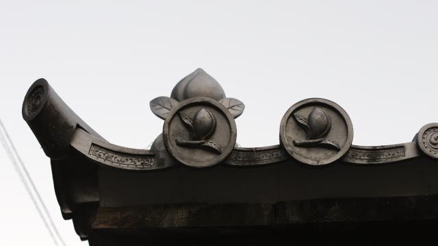 松の丸裏門-常満寺山門-桃瓦