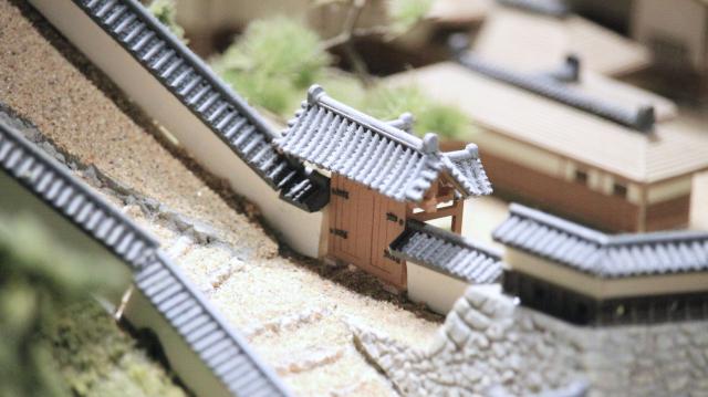 城とまちミュージアムのジオラマにある松の丸表門