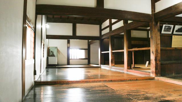 犬山城天守1階の鴨居と敷居